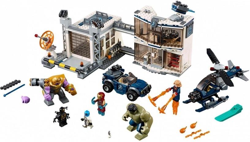 Конструктор LEGO Super Heroes Avengers Compound Battle 76131 76131, 699 шт.