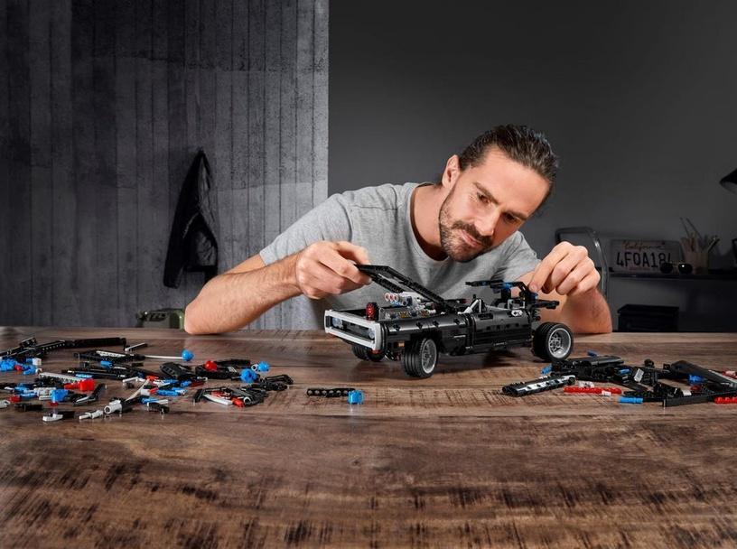 Конструктор LEGO® Technic Dodge Charger Доминика Торетто 42111, 1077 шт.