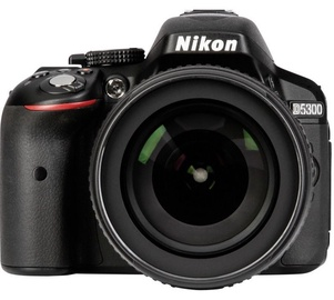 Nikon D5300 + 18-105 F/3.5-5.6G ED VR + 16GB SD Card + Bag