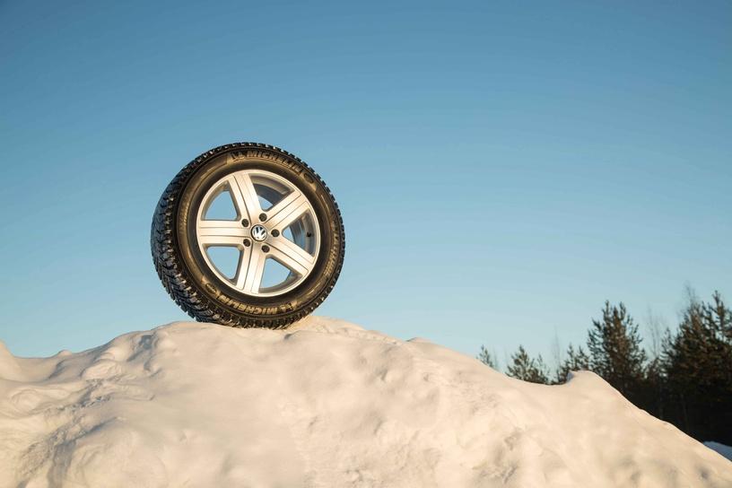 Automobilio padanga Michelin Latitude X-Ice North LXIN2 Plus 265 70 R16 112T