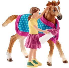 Žaislinė figūrėlė Schleich Foal With Blanket 42361
