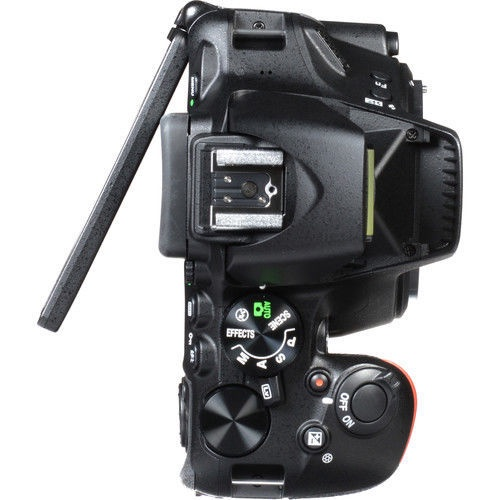 Nikon D5600 + AF-P 18-105VR + Card 16GB  + Bag