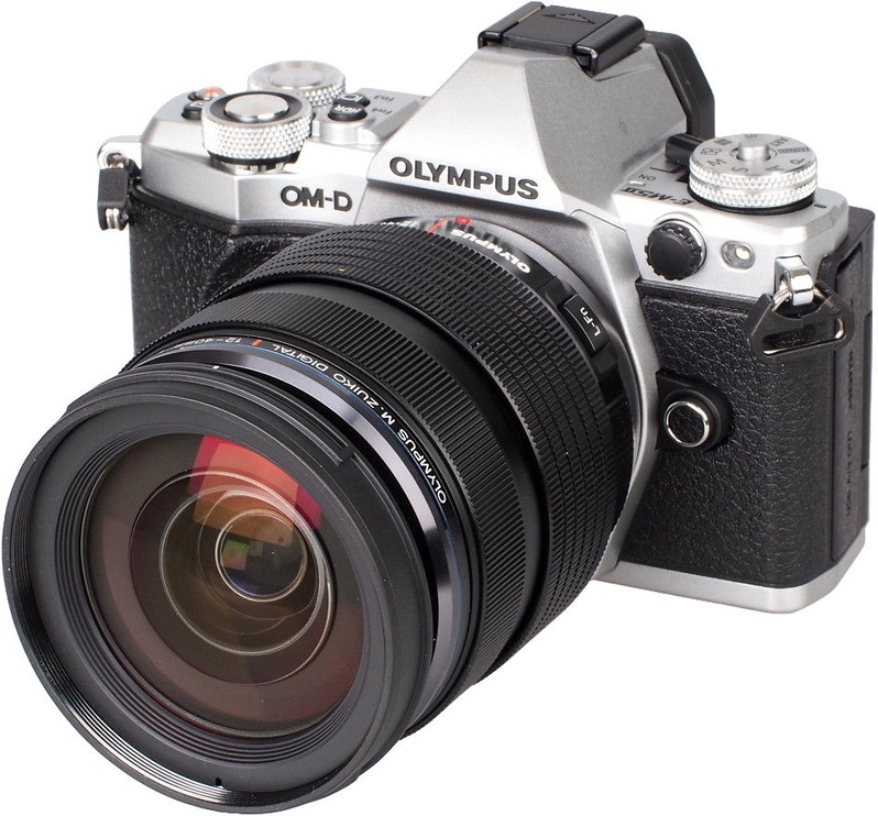 Olympus OM-D E-M5 Mark II Silver + M.Zuiko Digital ED 14-150 mm f/4.0-5.6 II Black