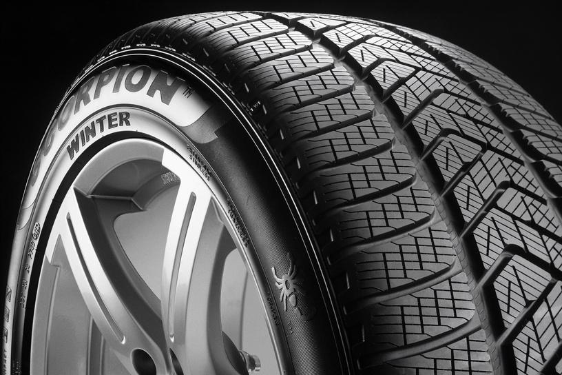 Automobilio padanga Pirelli Scorpion Winter 235 60 R18 107H XL RP