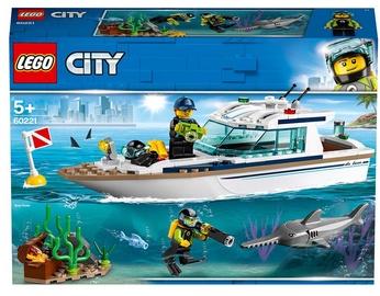 Конструктор LEGO City Яхта для дайвинга 60221, 148 шт.