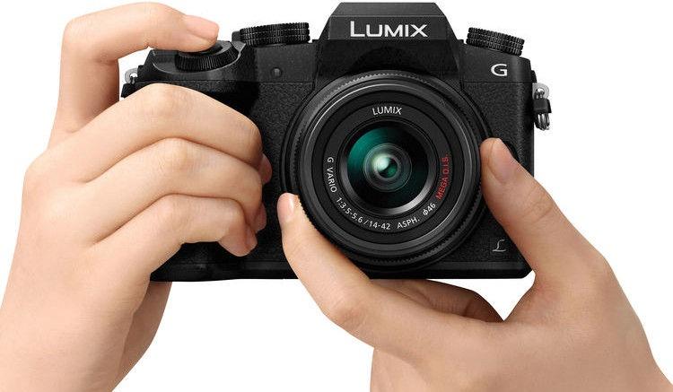 Panasonic Lumix DMC-G7 LUMIX G VARIO 14-42mm f/3.5-5.6 II ASPH. Mega O.I.S. Black