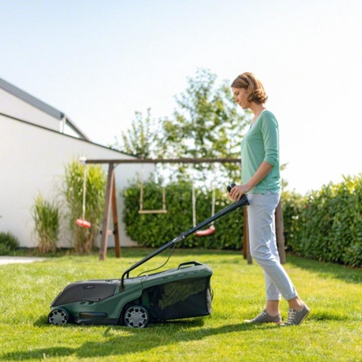 Аккумуляторная газонокосилка Bosch UniversalRotak 36-550, без батареи