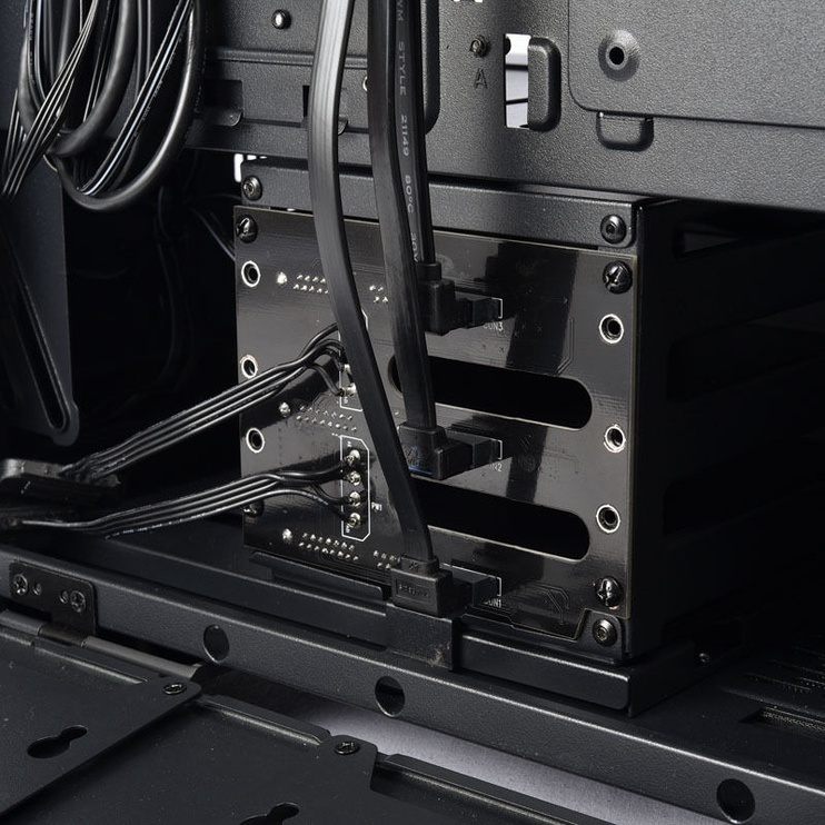 Lian Li LANCOOL II-3X Hot-Swappable Back Plate