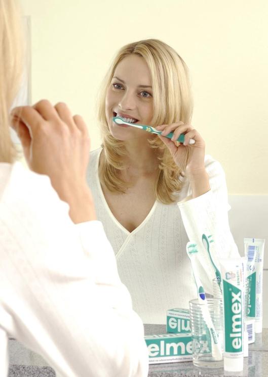 Gebro Elmex Sensitive Toothbrush