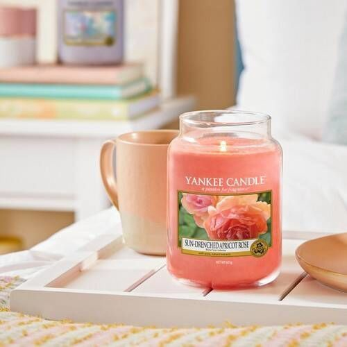 Ароматическая свеча Yankee Candle Classic Medium Jar Sun Drenched Apricot Rose, 411 г