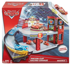 Žaibo Makvyno trasa - garažas, Cars 3 Piston Cup Racing Garage
