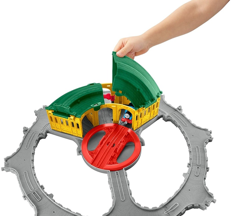 Fisher Price Thomas & Friends Thomas Adventures Tidmouth Sheds FBC74
