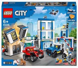 Конструктор LEGO City Полицейский участок 60246, 743 шт.