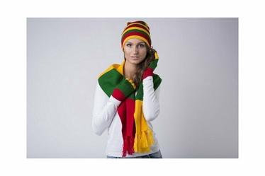 Kepurė dviguba tautinų spalvų dryžuota 093 (knitas)