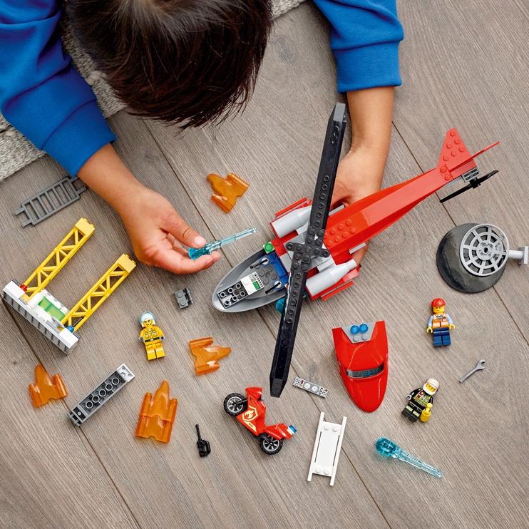 Конструктор LEGO City Спасательный пожарный вертолёт 60281, 212 шт.