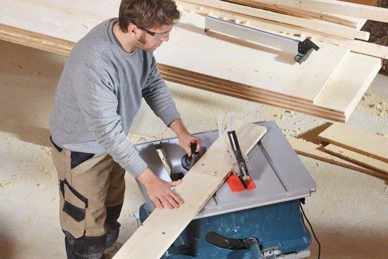 Bosch GTS 635-216 Professional Table Saw w/ GTA 560 Table