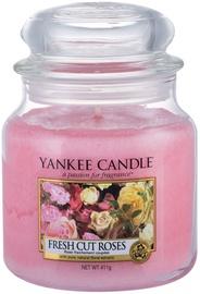 Ароматическая свеча Yankee Candle Classic Medium Jar Fresh Cut Roses, 411 г