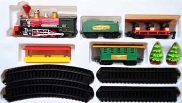 Žaislinis traukinys su bėgiais ir kitais priedais