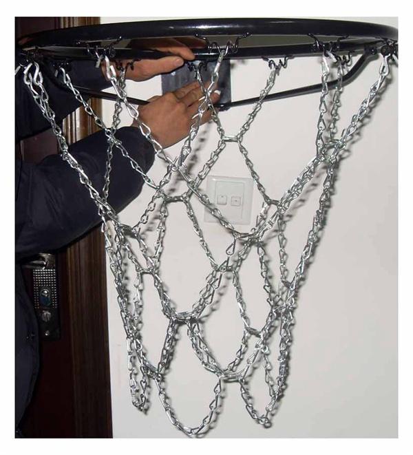 Basketbola groza tīkls no ķēdēm